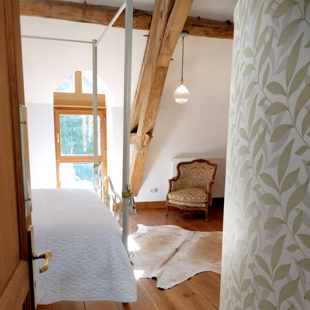 Chouvigny Room - Curved Wall - Maggie Levien - Wallpaper