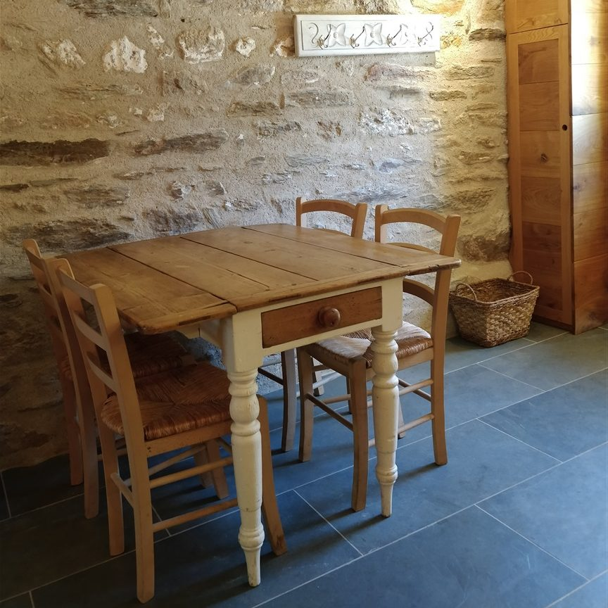 Manoir Delarue - Gite - Dining Area - Carpentry